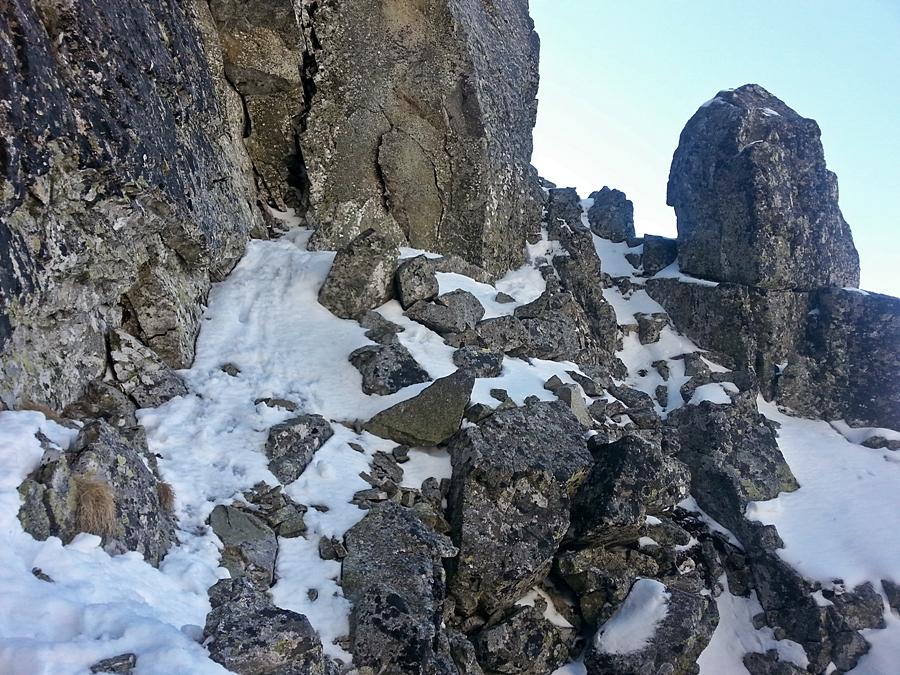 Początek zachodu przez zachodnią ścianę Pośredniej Grani.