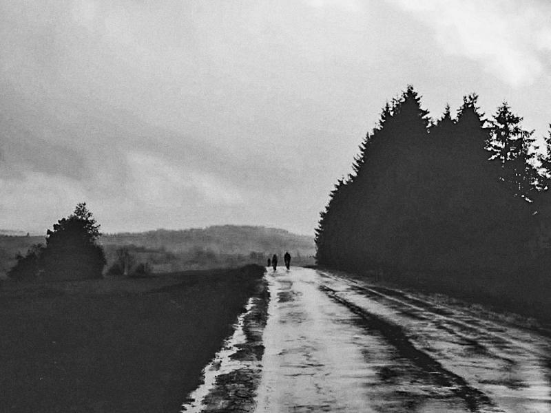 W czarno-białej akwareli, tuż pod Przełęczą Szklarską. Zdjęcie: Michał Wolff, edycja: Krzysiek Sobiecki